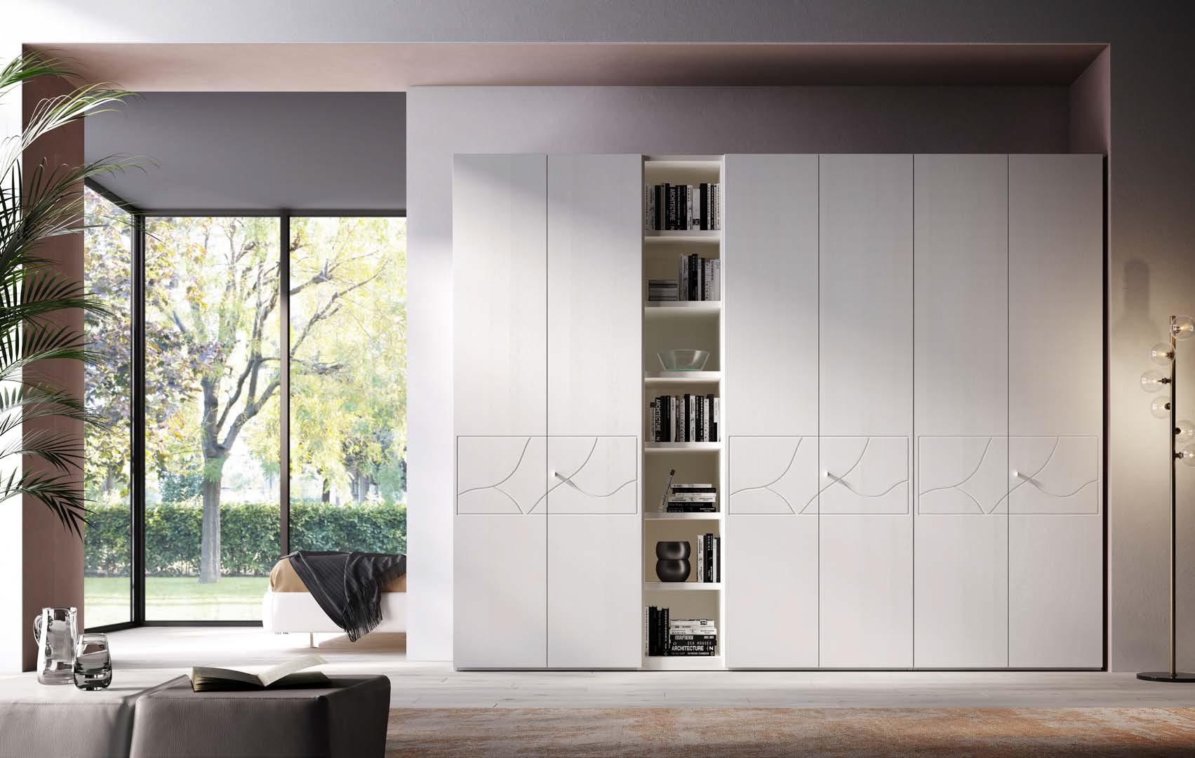 Componibile / 01 Composizione a 6 ante con pomoli e ripiani libreria. Profondità libreria: cm 31, 43 o 60. In foto: la composizione è personalizzata in laccato bianco opaco RAL 9010.